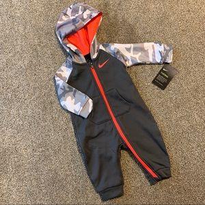 Nike / Therma Hooded Coverall Gray Orange Camo